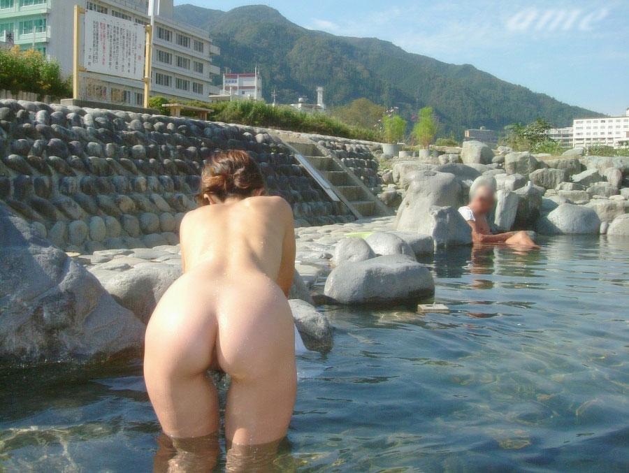 【おっぱい】温泉旅行の記念に露店風呂で全裸撮影する現代の日本人www【40枚】 15