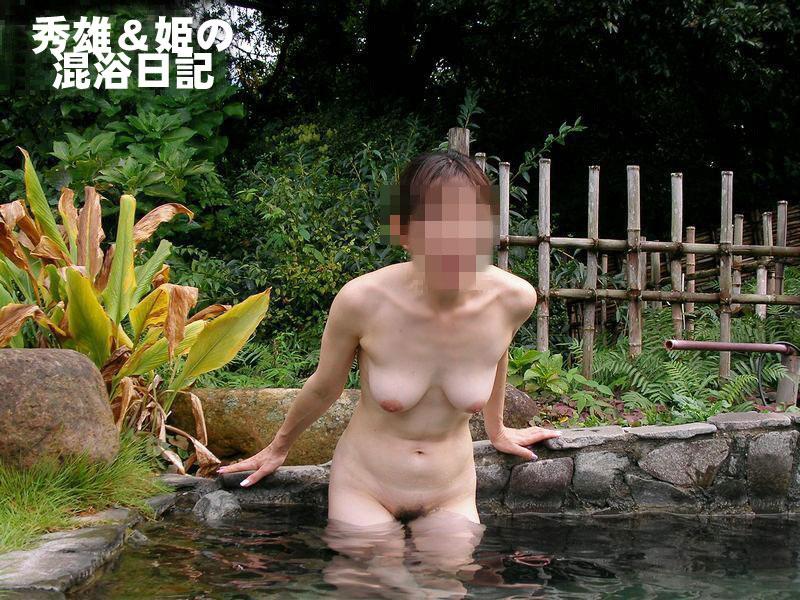 【おっぱい】温泉旅行の記念に露店風呂で全裸撮影する現代の日本人www【40枚】 21