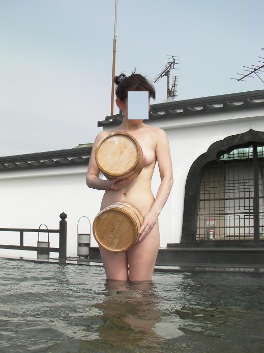【おっぱい】温泉旅行の記念に露店風呂で全裸撮影する現代の日本人www【40枚】 28
