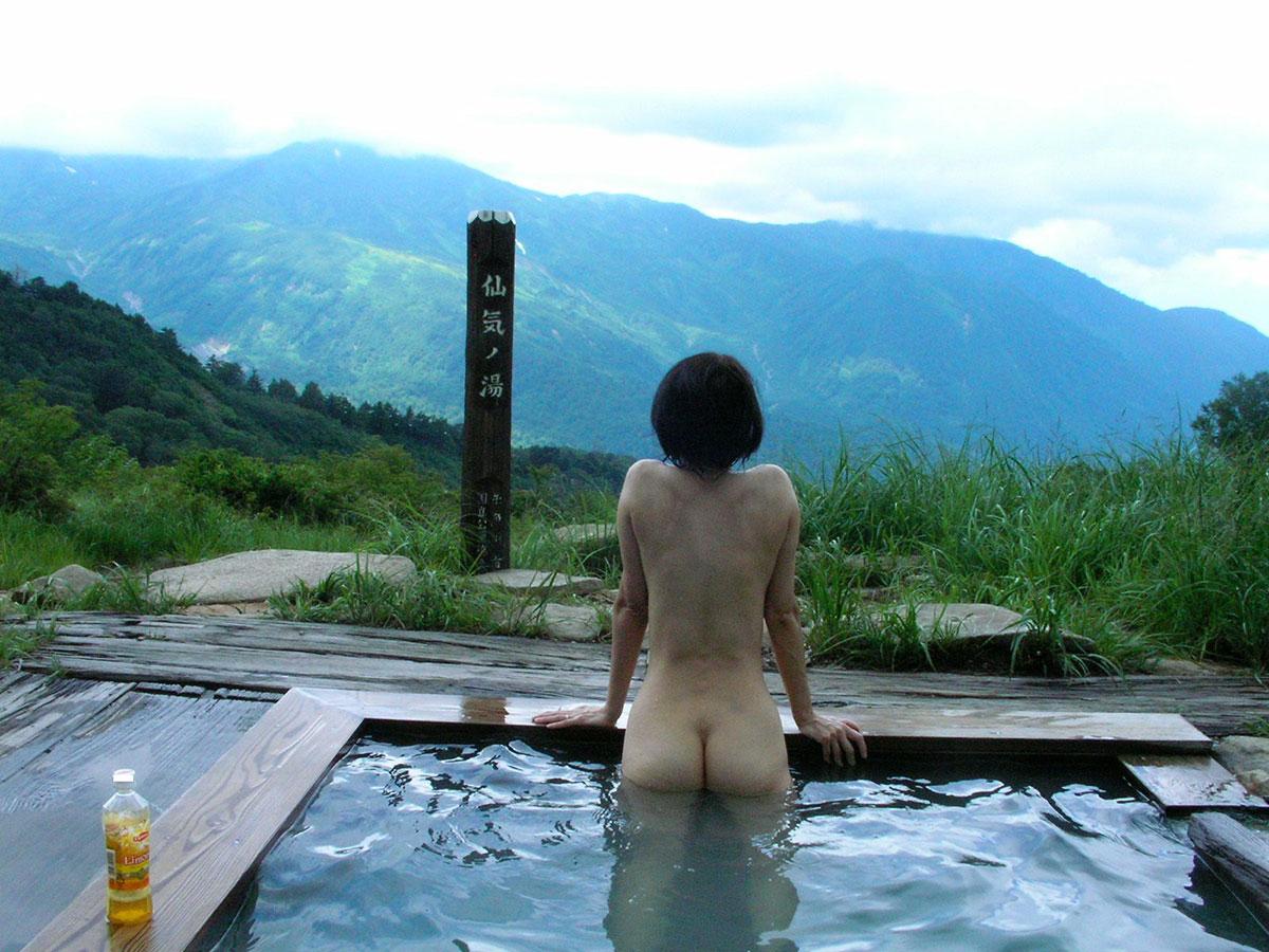 【おっぱい】温泉旅行の記念に露店風呂で全裸撮影する現代の日本人www【40枚】 30