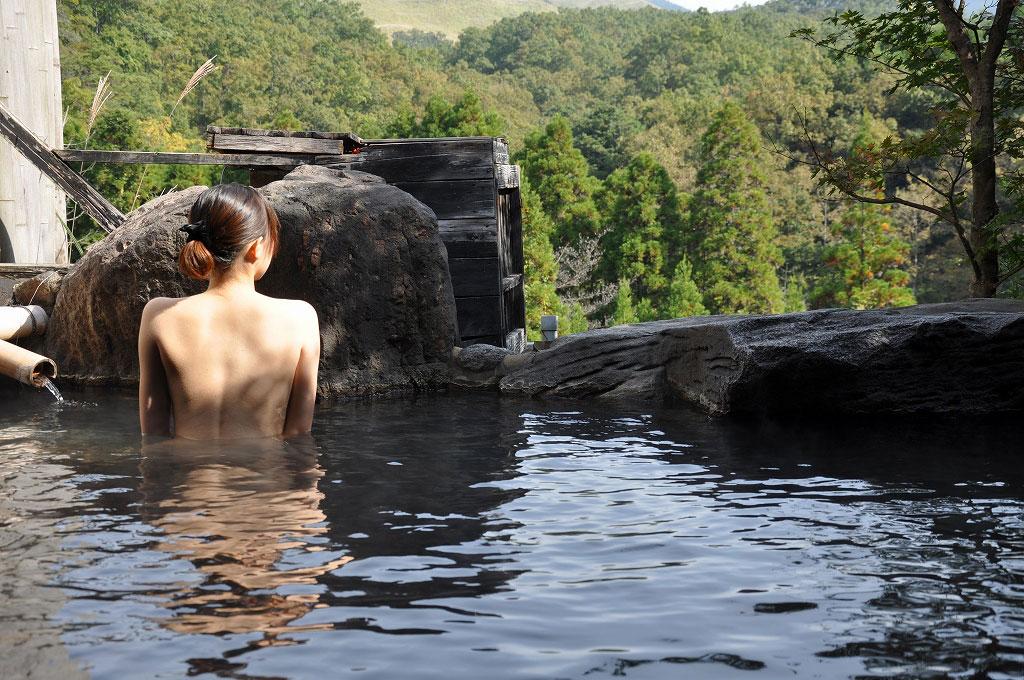 【おっぱい】温泉旅行の記念に露店風呂で全裸撮影する現代の日本人www【40枚】 35