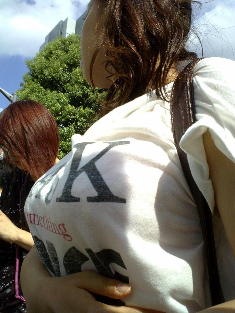 【おっぱい】ショルダーバッグを肩から斜めにかけたらパイスラの出来上がり!【32枚】 17