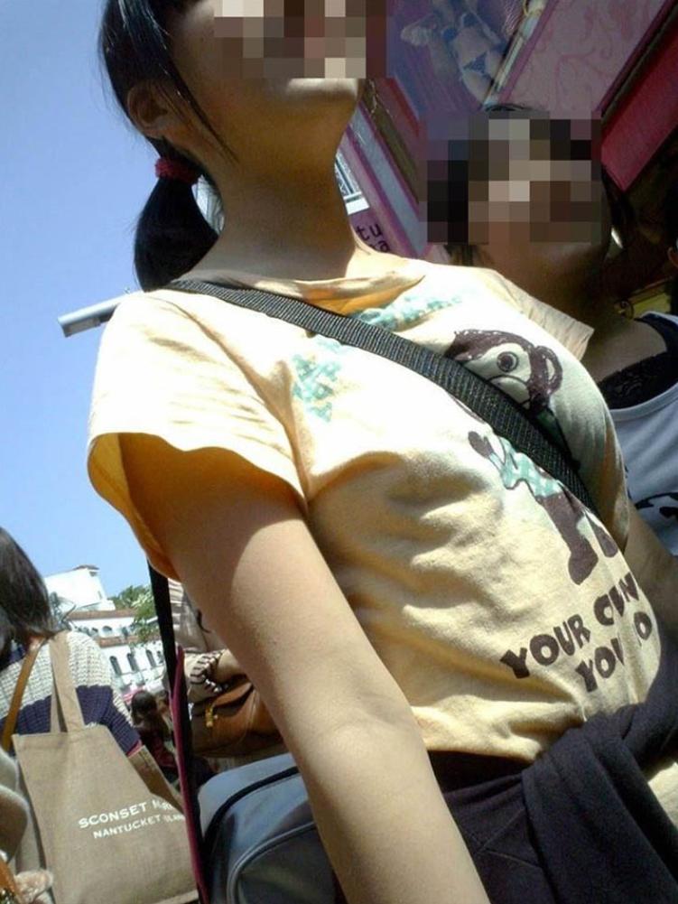 【おっぱい】ショルダーバッグを肩から斜めにかけたらパイスラの出来上がり!【32枚】 31