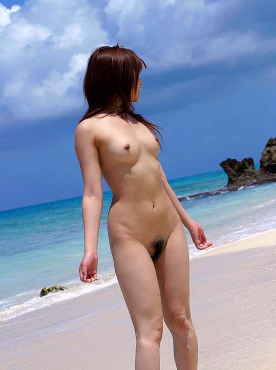 【おっぱい】海水浴場でおっぱい露出している夏の変態画像まとめwww【36枚】 表紙