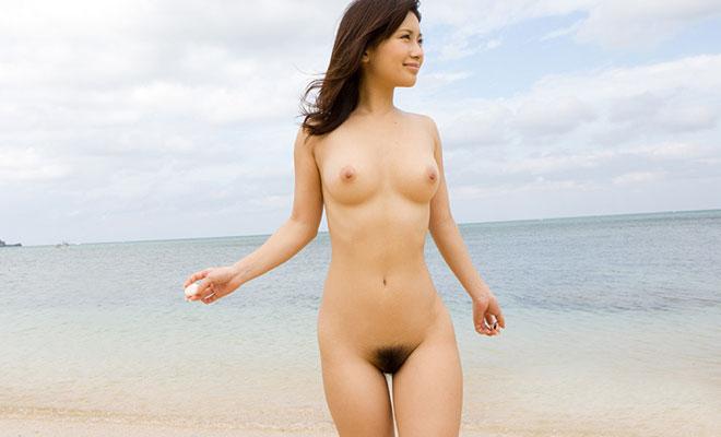 【おっぱい】海水浴場でおっぱい露出している夏の変態画像まとめwww【36枚】 01