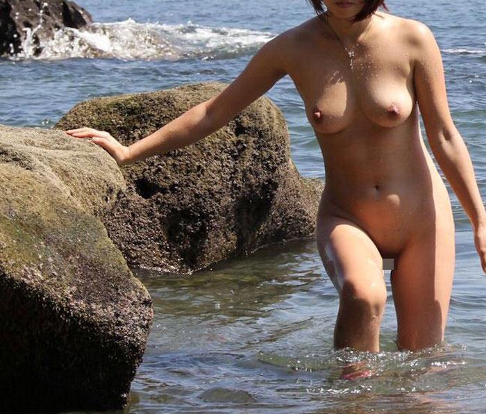 【おっぱい】海水浴場でおっぱい露出している夏の変態画像まとめwww【36枚】 08