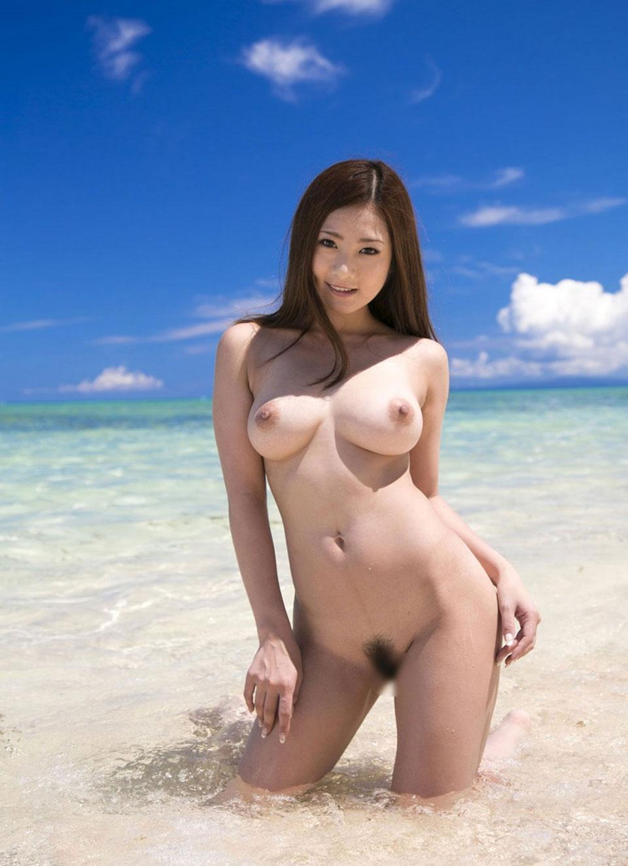 【おっぱい】海水浴場でおっぱい露出している夏の変態画像まとめwww【36枚】 23