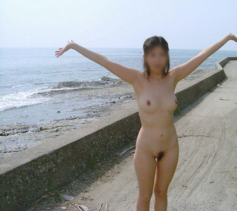 【おっぱい】海水浴場でおっぱい露出している夏の変態画像まとめwww【36枚】 34