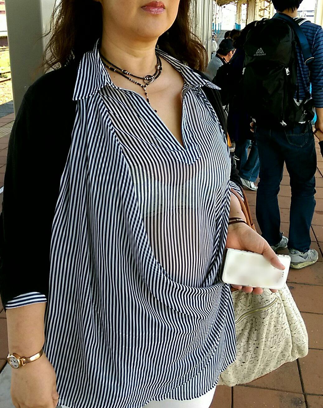 【おっぱい】ただの着衣巨乳には興味ありません!素人さんのパイスラが見たいんです!【35枚】 01