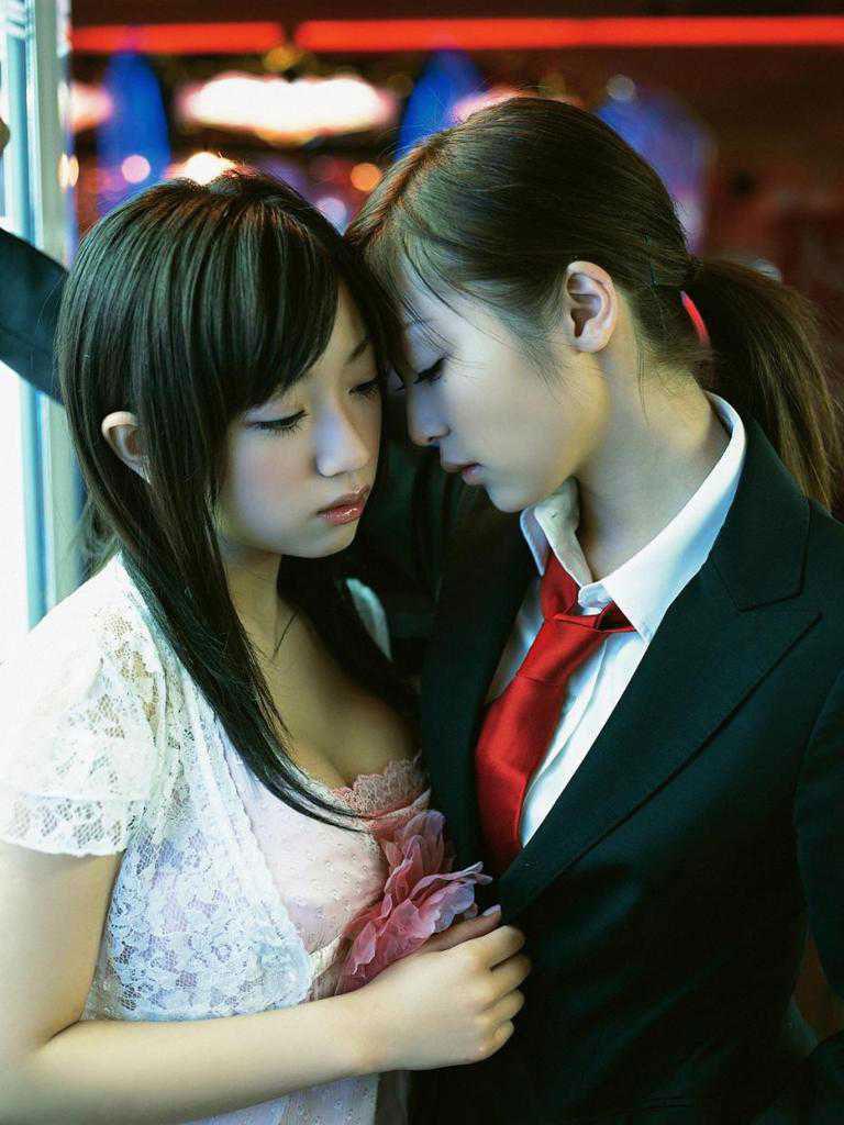 【おっぱい】レズビアンの画像って二人のおっぱいを同時に見れてお得だよなwww【35枚】 24