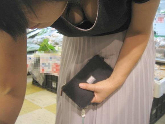 【おっぱい】服ではごまかせないレベルの巨乳な素人娘たちを街撮り!【36枚】 05
