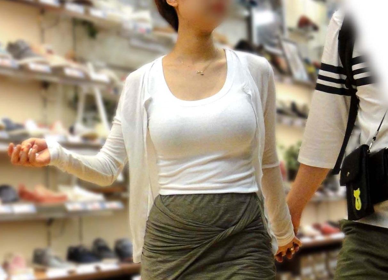 【おっぱい】服ではごまかせないレベルの巨乳な素人娘たちを街撮り!【36枚】 10