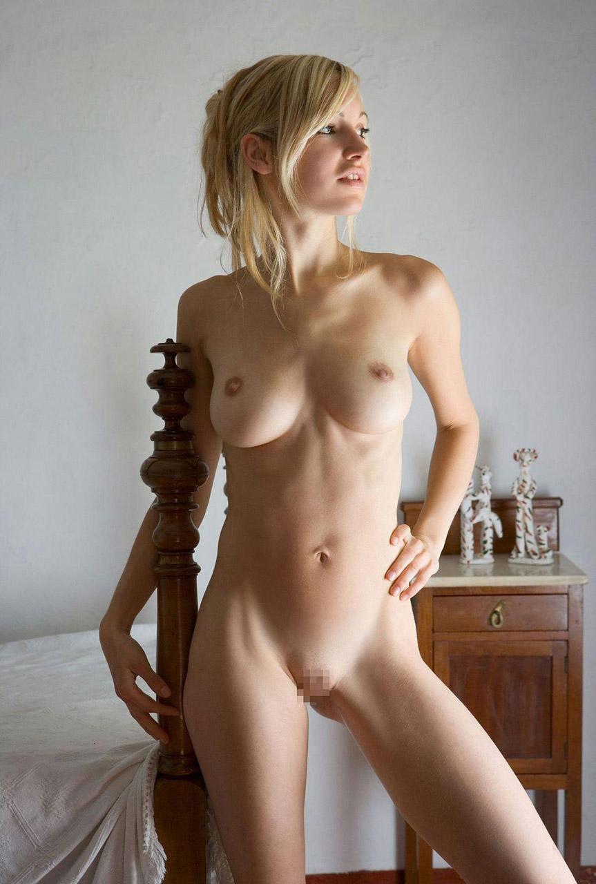 【おっぱい】巨乳までいかない妖精系のスレンダー外国人のヌード画像まとめ【38枚】 08