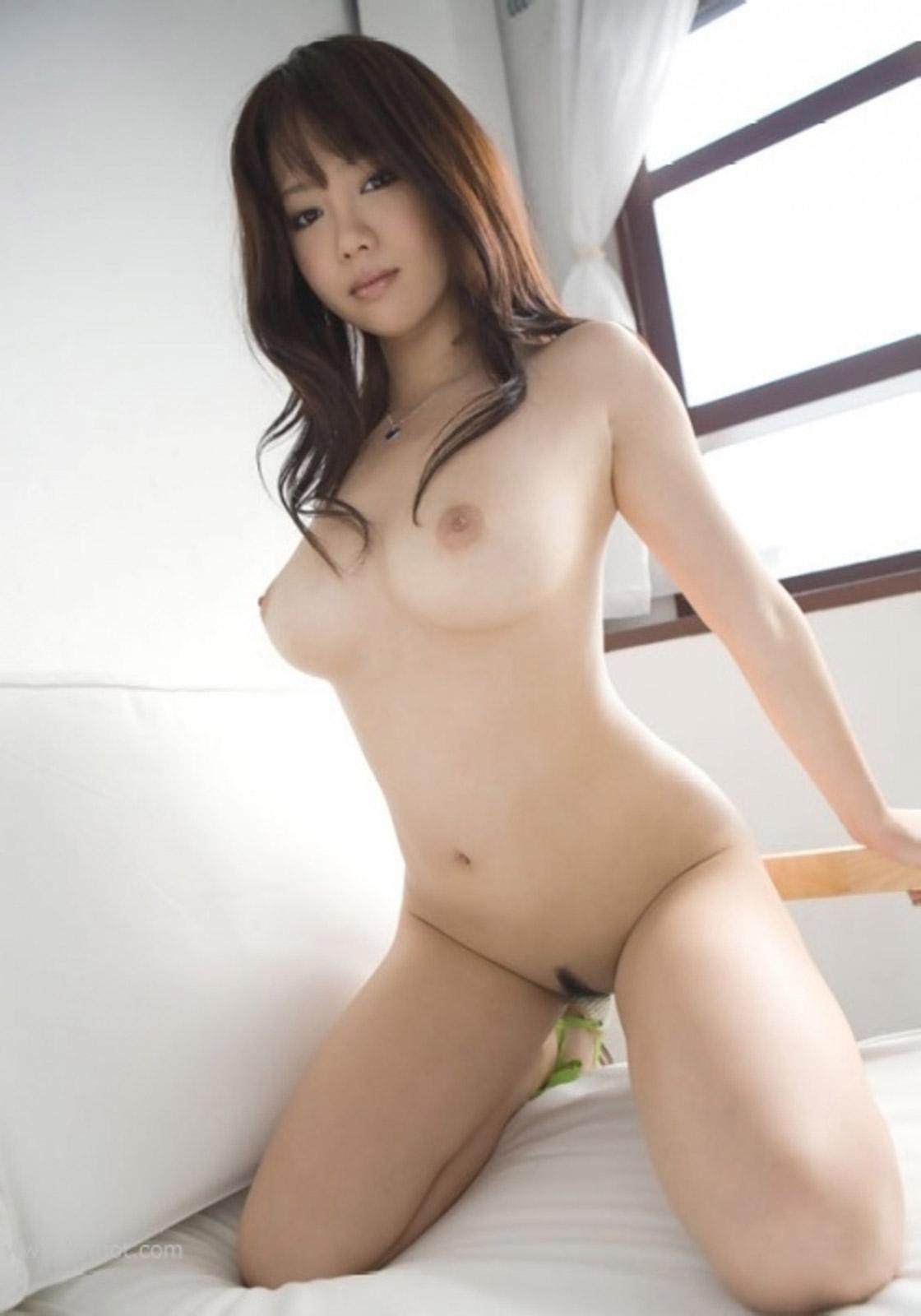 【おっぱい】安定と信頼の全裸ヌードから抜けるおっぱいだけを厳選してみた!【35枚】 05