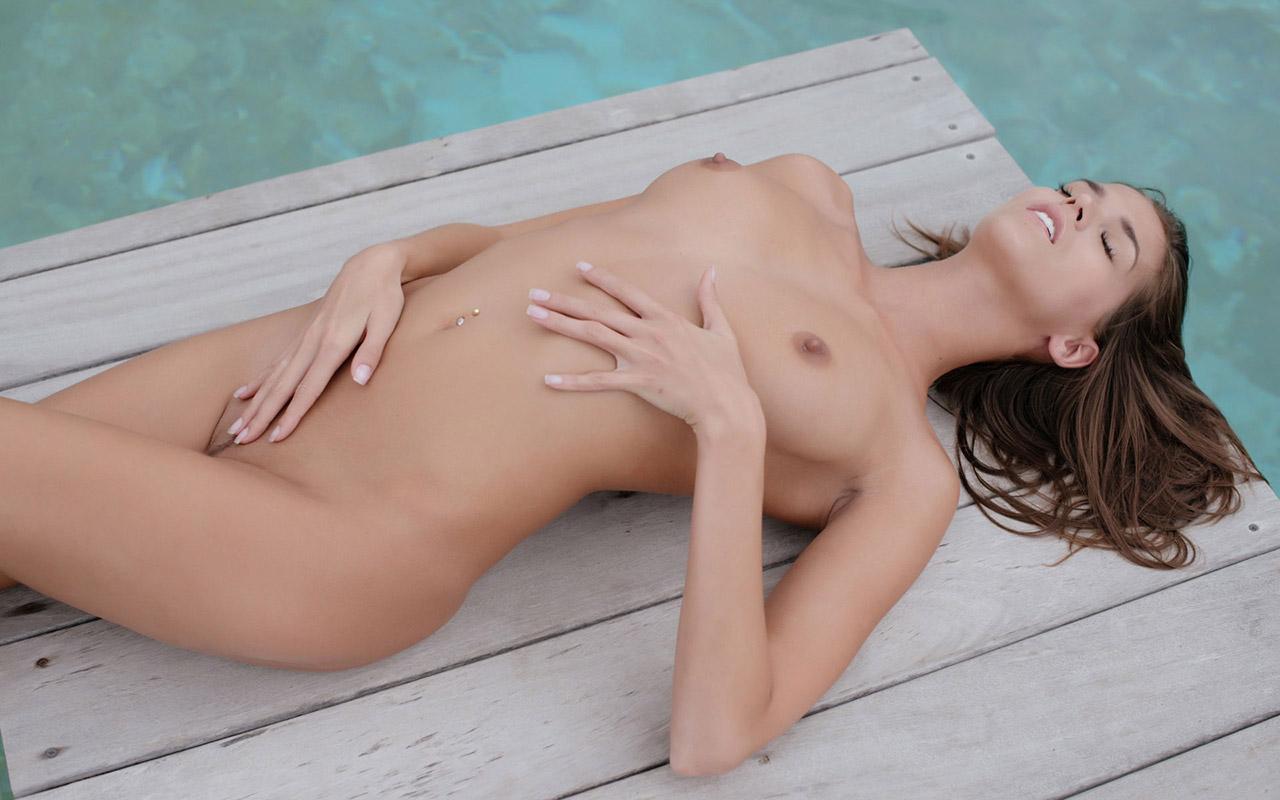 【おっぱい】身構えなくても自然とエロいと感じれるタイプの海外ヌード画像まとめ【32枚】 08