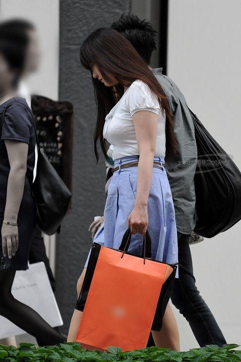 【おっぱい】いつか脱がせてやりたい巨乳素人の街撮り着衣画像www【20枚】 08