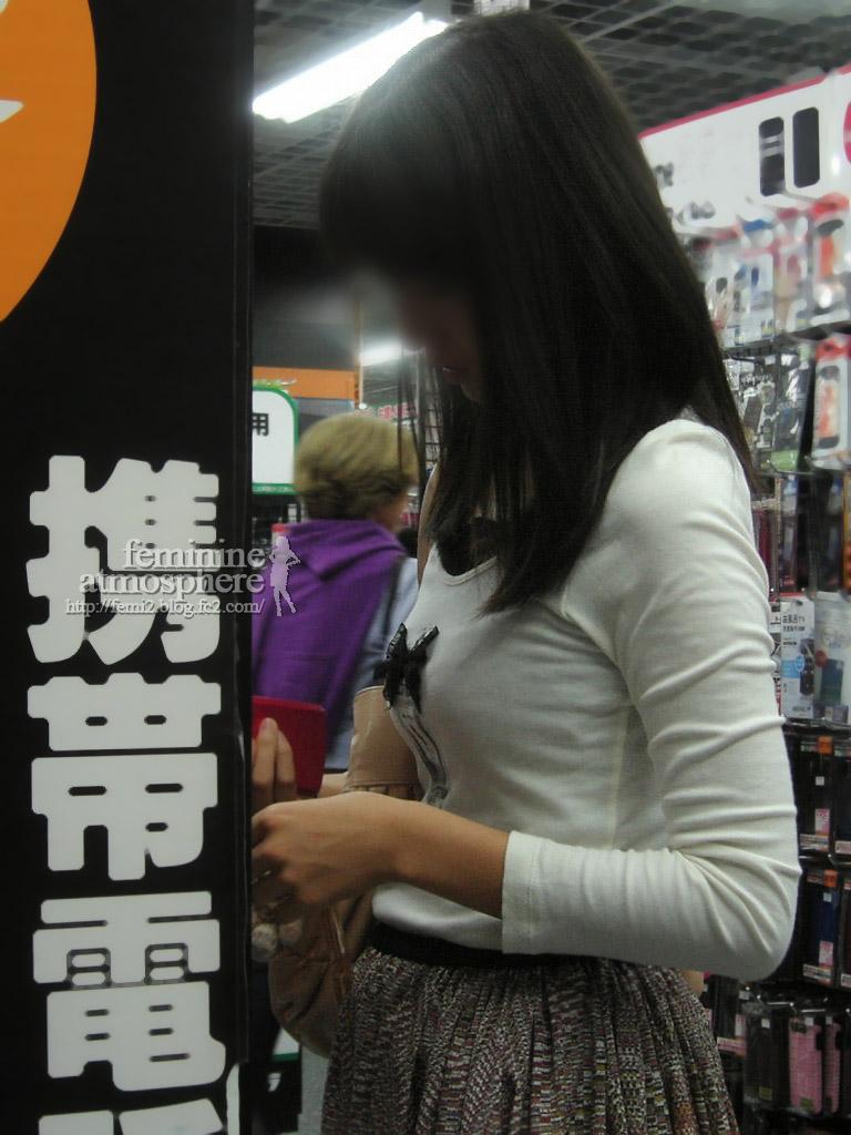 【おっぱい】いつか脱がせてやりたい巨乳素人の街撮り着衣画像www【20枚】 15