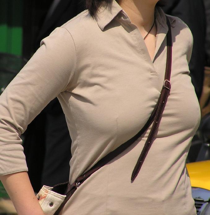【おっぱい】いつか脱がせてやりたい巨乳素人の街撮り着衣画像www【20枚】 18