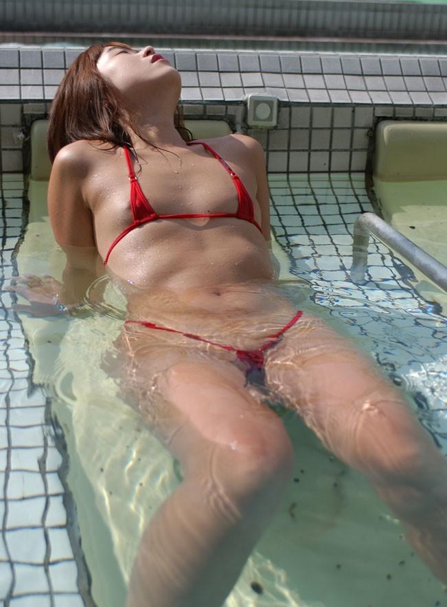【おっぱい】布面積が少なすぎる水着を着るぐらいなら全裸の方がいいと思うんだwww【41枚】 35