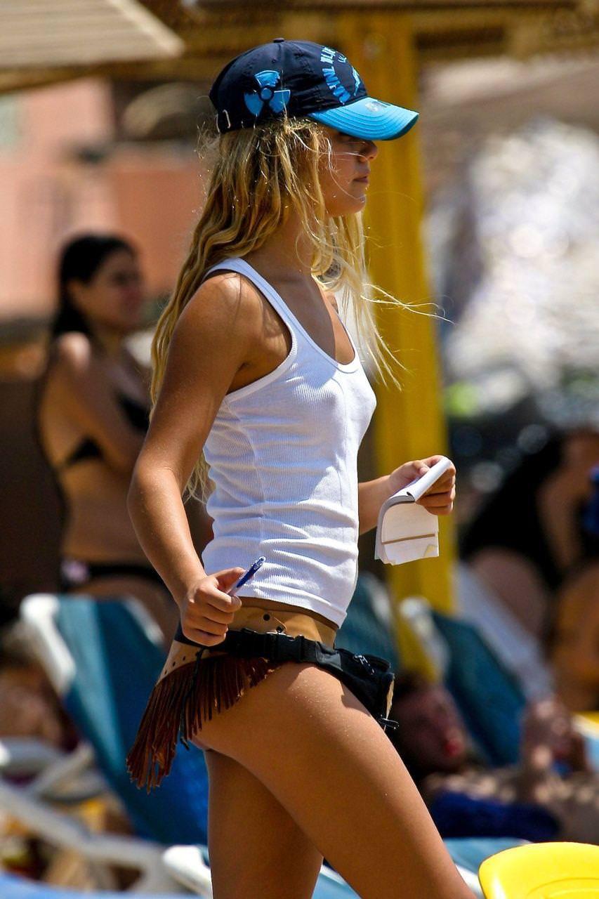 【おっぱい】タンクトップ系の緩い服を見たら横乳への期待が膨らみすぎるんだがwww【35枚】 29
