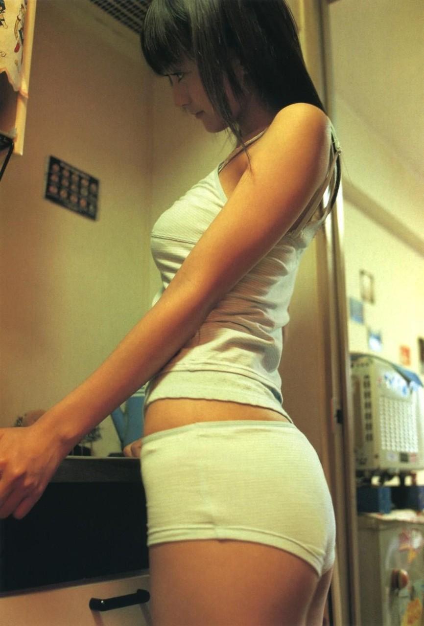 【おっぱい】タンクトップ系の緩い服を見たら横乳への期待が膨らみすぎるんだがwww【35枚】 30