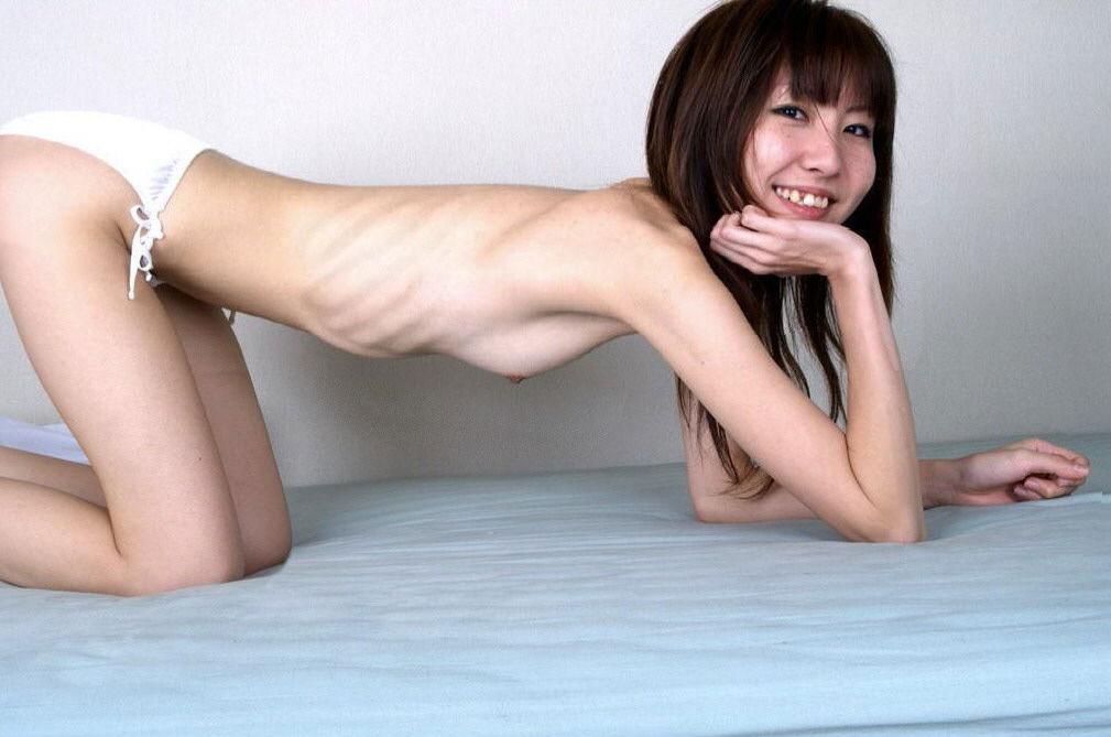 【おっぱい】病的にガリガリな女の子が衝撃的だけど貧乳には興奮してしまうwww【39枚】 35