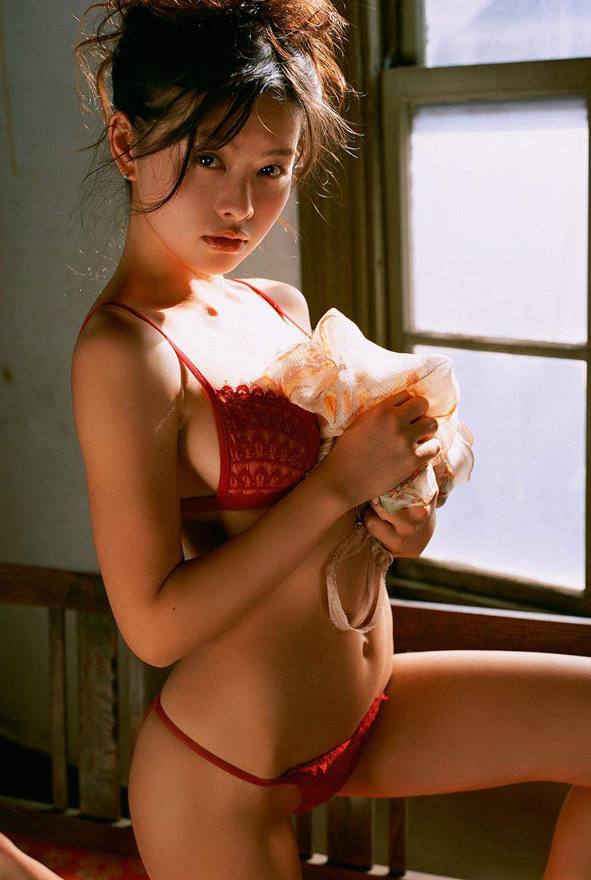 【おっぱい】スタイル抜群の美女がビキニを着たら、やっぱり格が違ったwww【34枚】 26