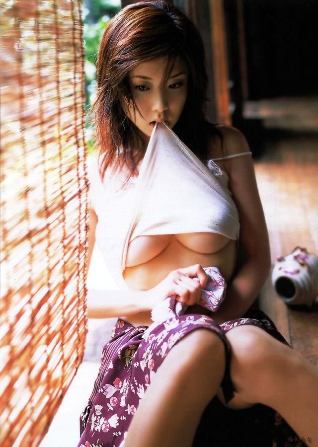 【おっぱい】スタイル抜群の美女がビキニを着たら、やっぱり格が違ったwww【34枚】 27