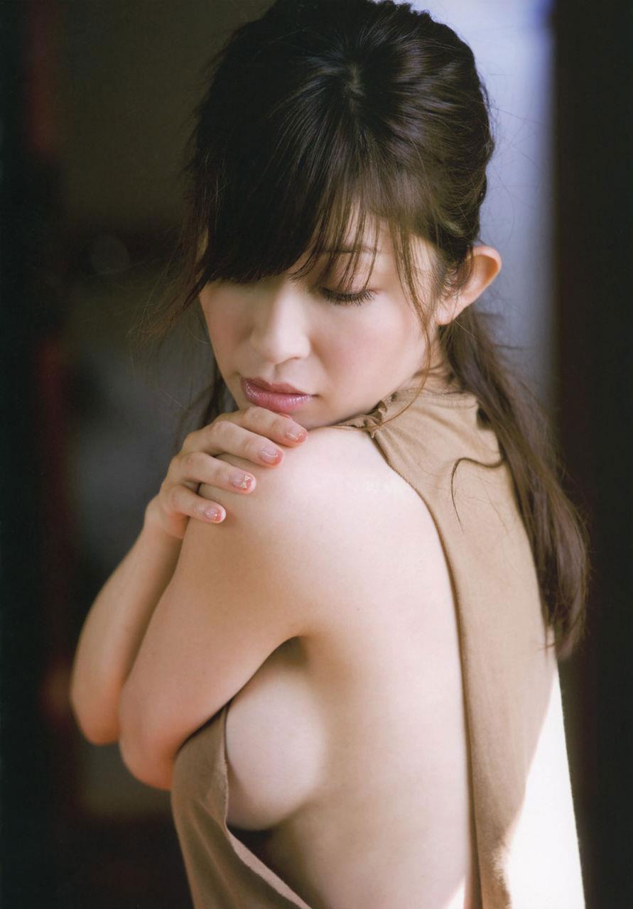 【おっぱい】誰がなんと言おうと横乳は乳首が見えているおっぱいよりもエロい!【31枚】 15