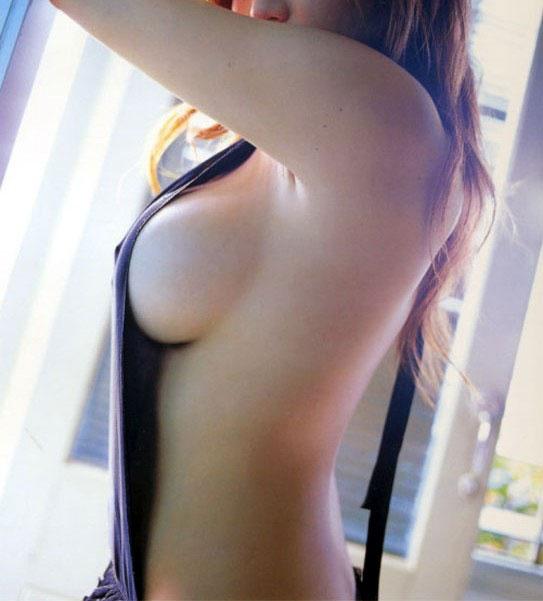 【おっぱい】誰がなんと言おうと横乳は乳首が見えているおっぱいよりもエロい!【31枚】 20