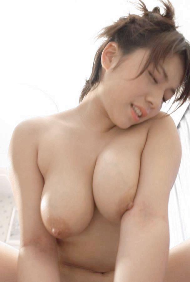 【おっぱい】セックス中にブルンブルンしてるおっぱいが一番エロいwww【33枚】 15