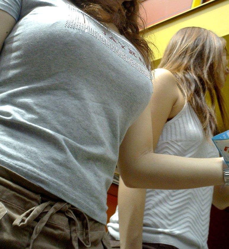 【おっぱい】大胆ファッションでもないのに巨乳ってだけで男を刺激してしまうだなんて...w【35枚】 22