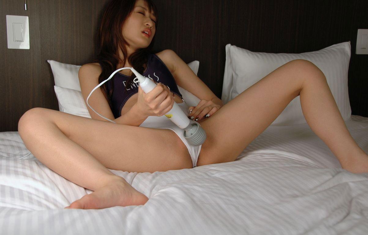 【おっぱい】自分で股間刺激してオナってる女の子の乳首を愛撫して手伝ってあげたい!【29枚】 23