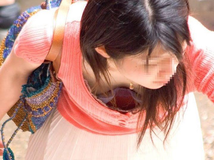 【おっぱい】乳首チラしているものもある素人さんの街撮り谷間画像まとめ!【30枚】 12