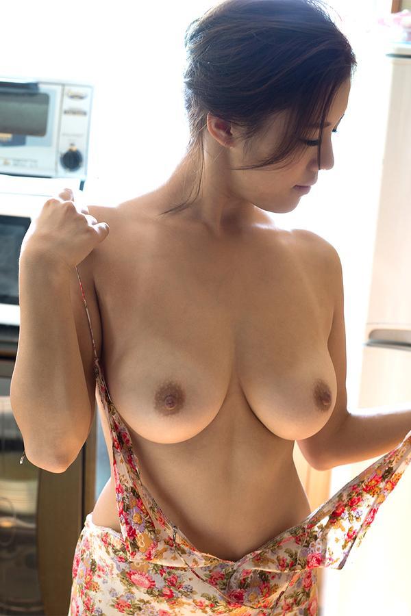 【おっぱい】誰が見ても巨乳と感じるレベルの立派な乳房をお持ちのお姉さんたちwww【30枚】 13