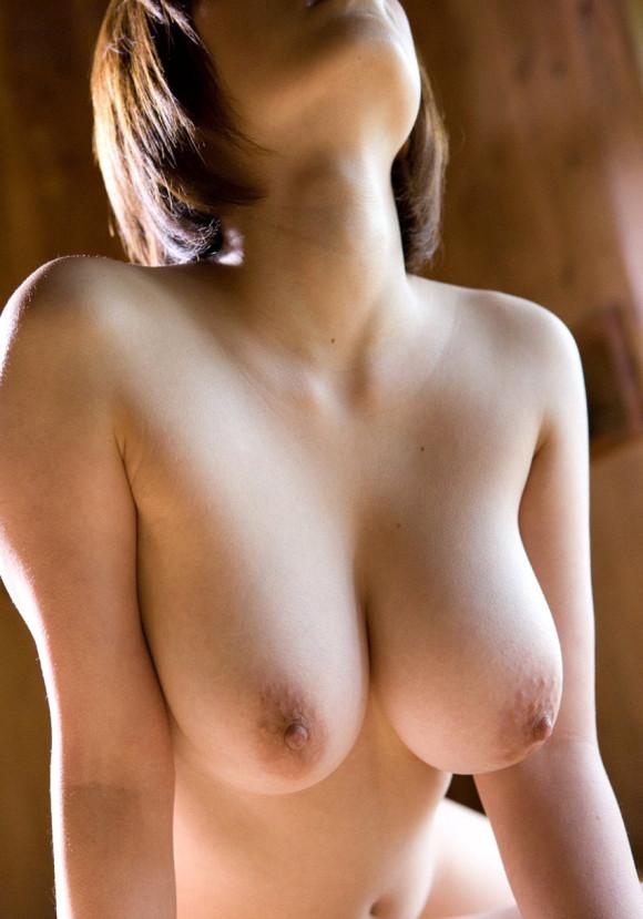 【おっぱい】色味はともかく勃ち肩がやたらとエロいナイスな乳首画像まとめ【29枚】 12