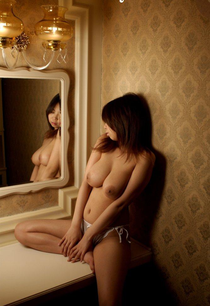 【おっぱい】鏡の向こう側でおっぱいが見えている鏡撮りのおっぱい画像まとめ【31枚】 21