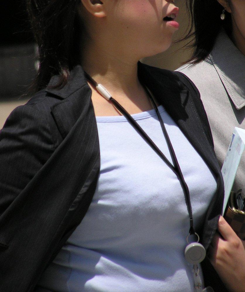 【おっぱい】巨乳好きの人は街中でも好みの女性がすぐにわかっていいなwww【30枚】 06