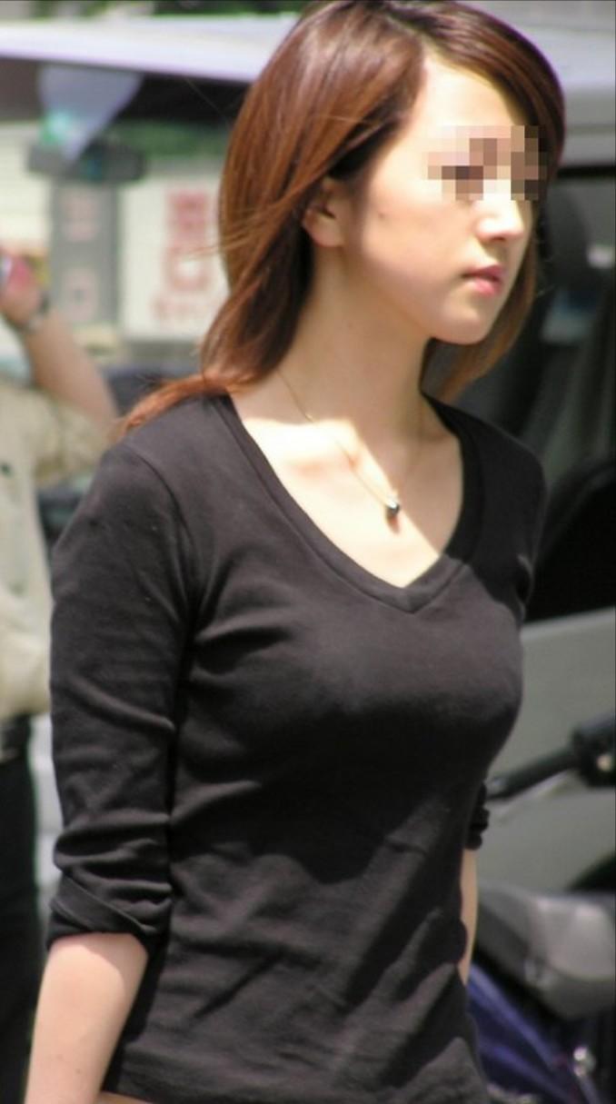 【おっぱい】巨乳好きの人は街中でも好みの女性がすぐにわかっていいなwww【30枚】 09