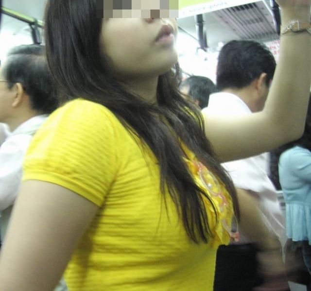 【おっぱい】巨乳好きの人は街中でも好みの女性がすぐにわかっていいなwww【30枚】 16