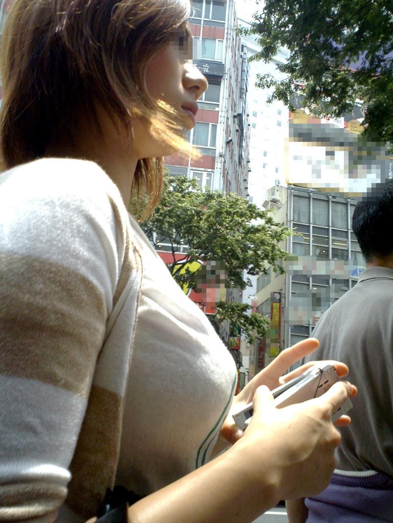 【おっぱい】巨乳好きの人は街中でも好みの女性がすぐにわかっていいなwww【30枚】 17