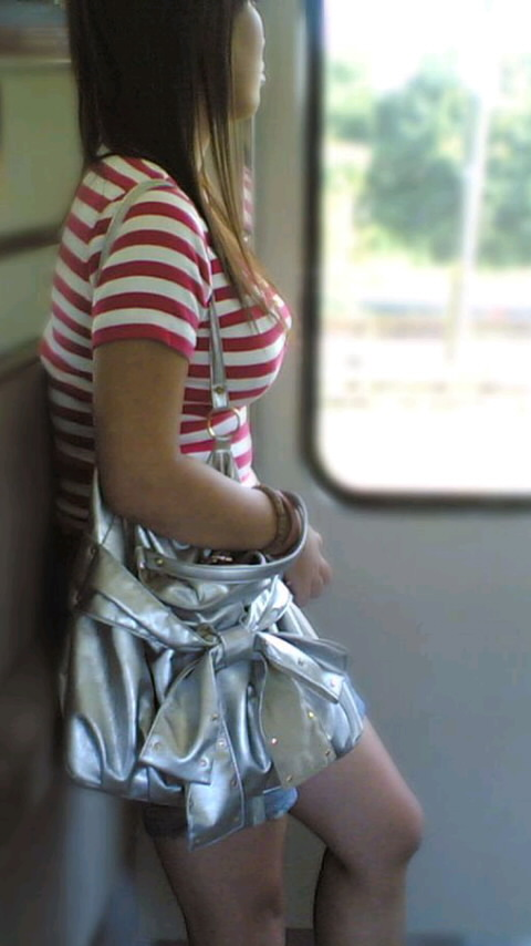 【おっぱい】巨乳好きの人は街中でも好みの女性がすぐにわかっていいなwww【30枚】 27