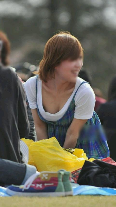 【おっぱい】一枚一枚を吟味して乳首チラしているものが見つかったら当たり!【30枚】 06