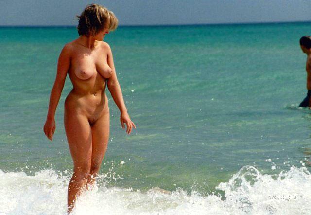 【おっぱい】ビーチで全裸やトップレスになっておっぱい晒してる画像って爽やかでいいよなwww【28枚】 18