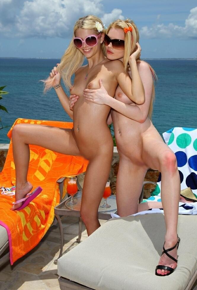 【おっぱい】ビーチで全裸やトップレスになっておっぱい晒してる画像って爽やかでいいよなwww【28枚】 26