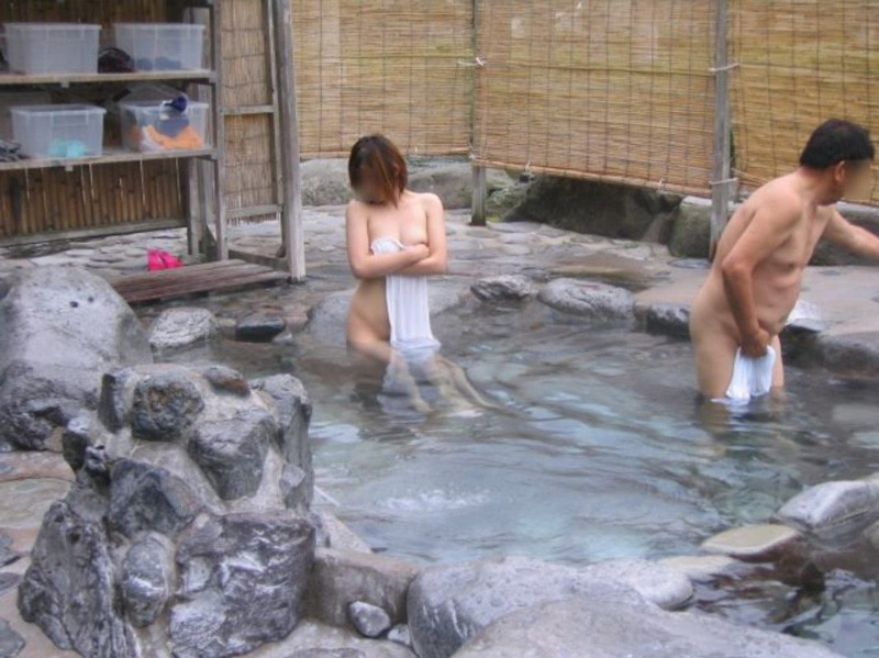 【おっぱい】素人さんが何も気にせずに屋外でヌードを撮れる場所、それが温泉www【30枚】 03