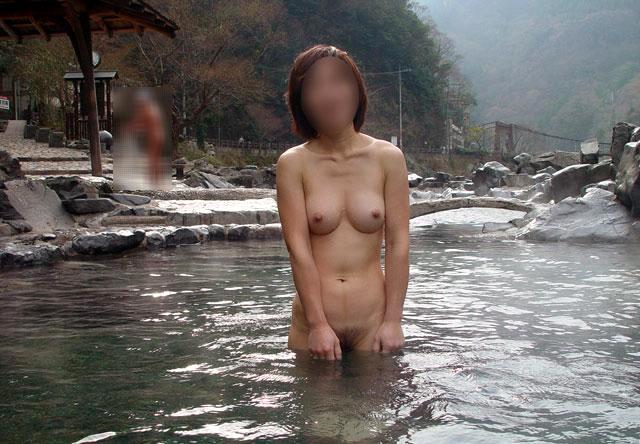 【おっぱい】素人さんが何も気にせずに屋外でヌードを撮れる場所、それが温泉www【30枚】 04