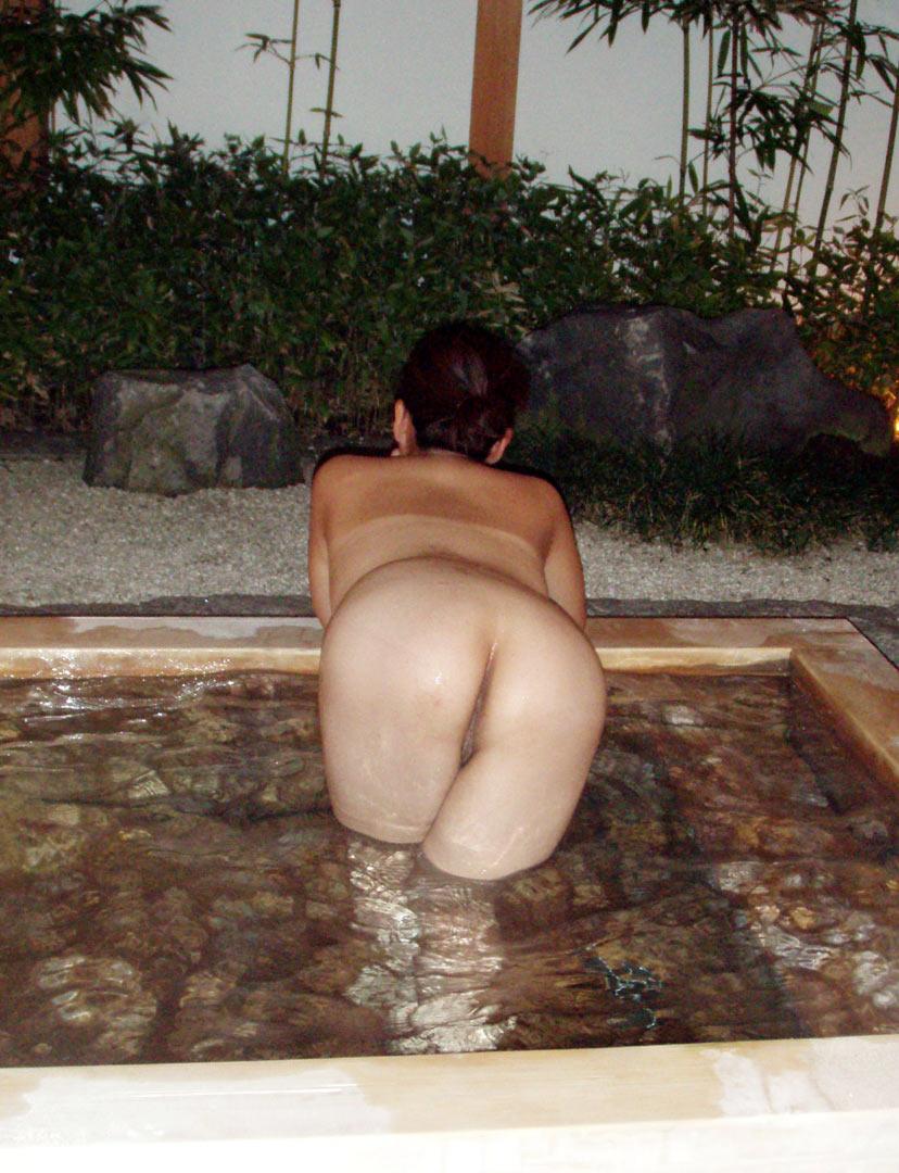 【おっぱい】素人さんが何も気にせずに屋外でヌードを撮れる場所、それが温泉www【30枚】 07