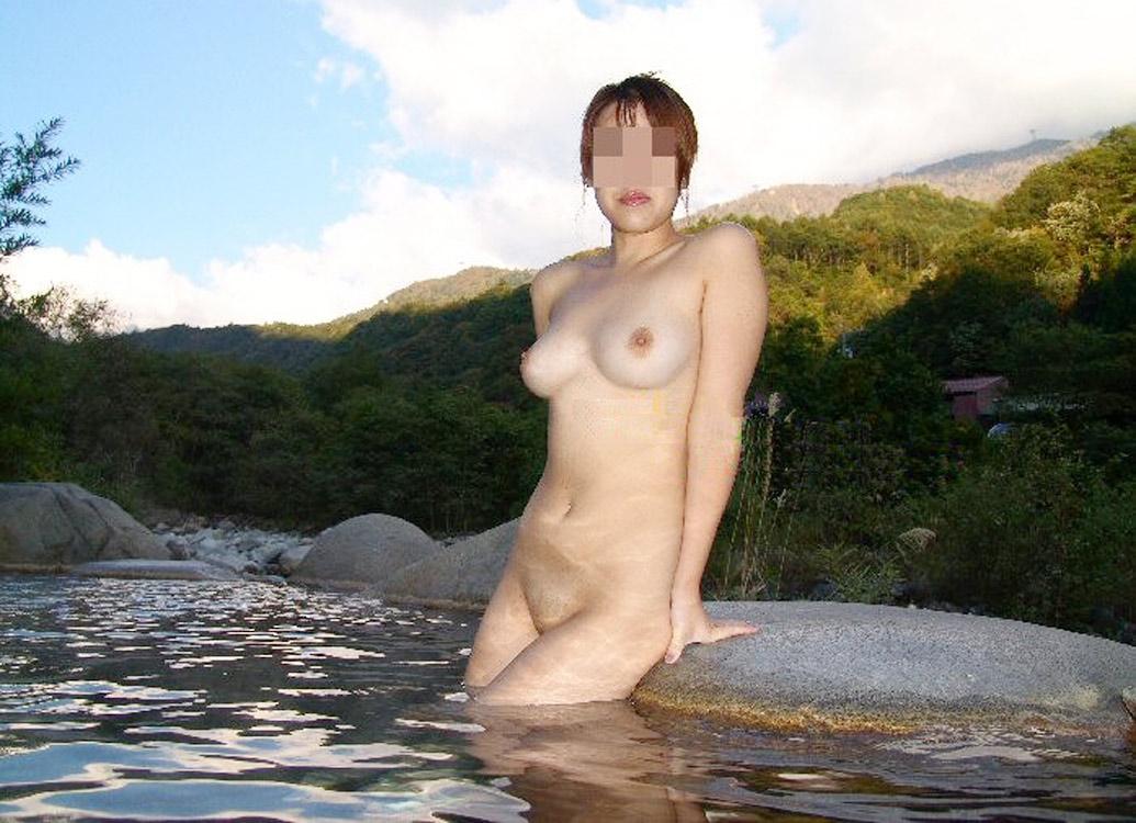 【おっぱい】素人さんが何も気にせずに屋外でヌードを撮れる場所、それが温泉www【30枚】 08