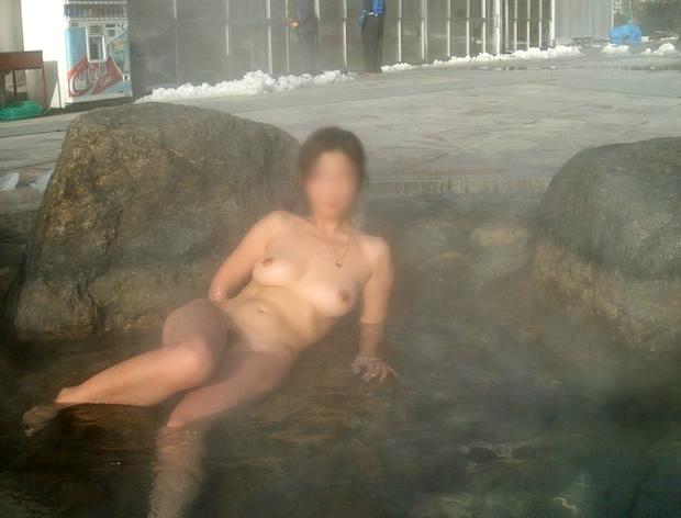 【おっぱい】素人さんが何も気にせずに屋外でヌードを撮れる場所、それが温泉www【30枚】 30